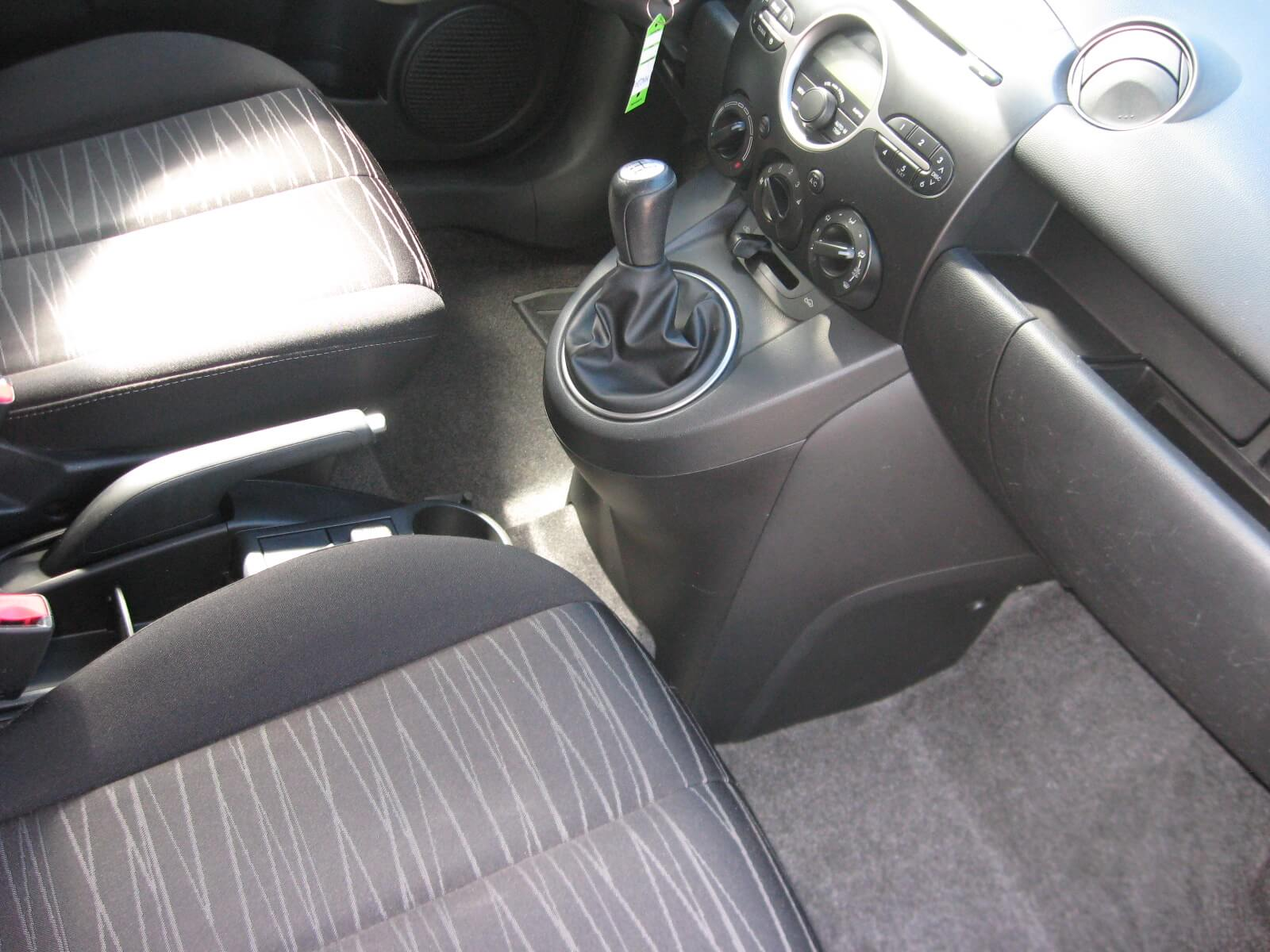 Mazda 2 1.3 16V 75CV 5p. Easy Clima